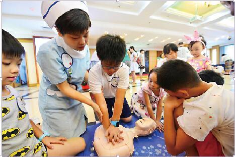 本次夏令营由长沙市中心医院医学中心主治医师刘晓燕急诊科